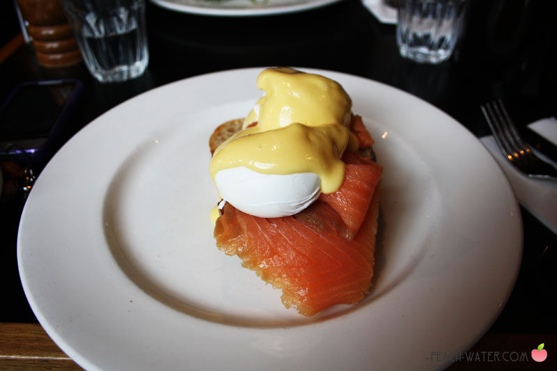 Smoked Salmon, Poached Egg and Hollandaise Sauce on Bread